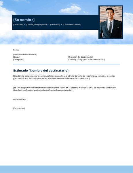 Carta de presentación con cielo azul