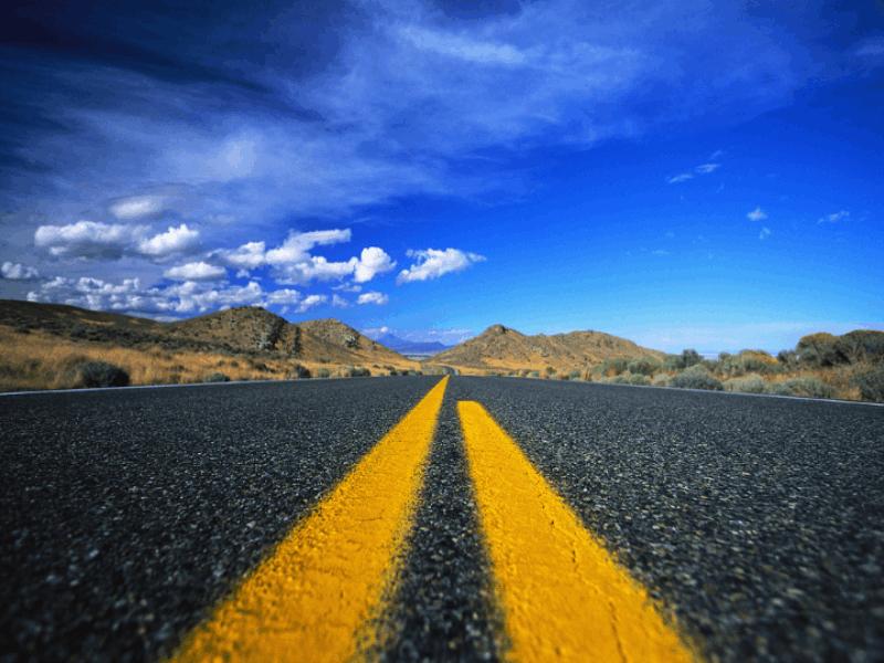 Thème désert - Route droite sur bitume