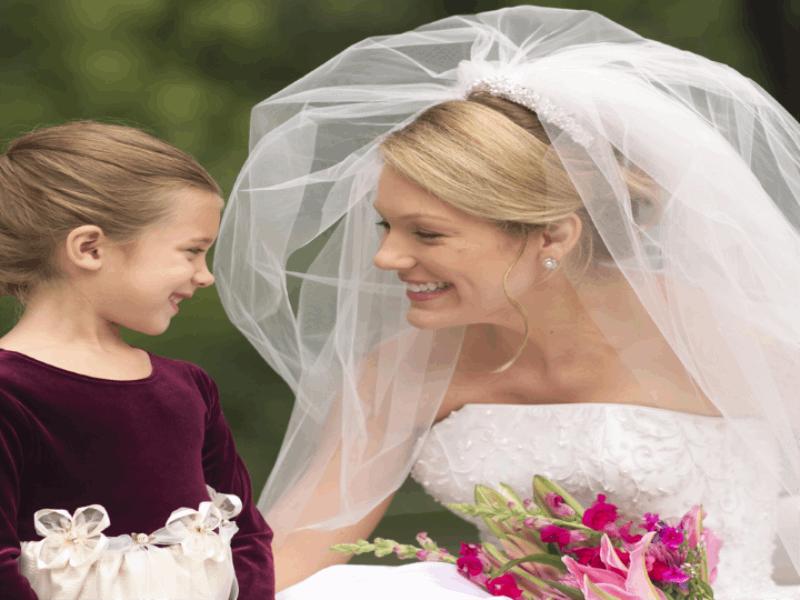 Thème mariage - La mariée et un enfant
