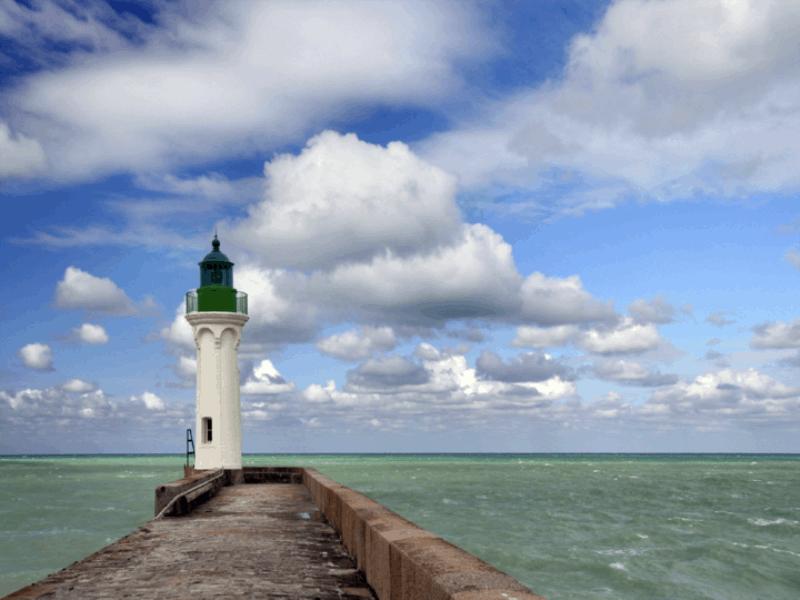 Thème mer - Phare sur jetée
