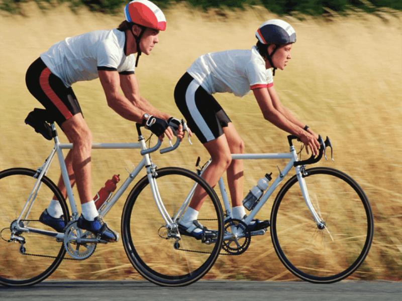 Thème vélo - Cyclistes sur la route