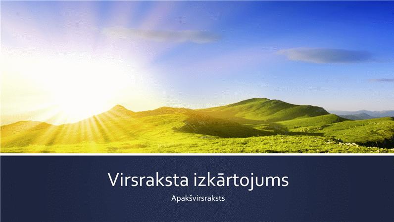 Prezentācija ar zilām joslām un kalnu saullēkta fotoattēlu (platekrāna)