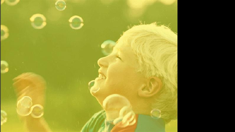 Modelo de design - Menino com bolhas de sabão