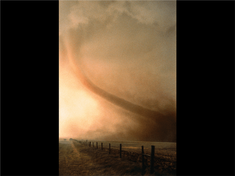 Diapozitiv cu imaginea unei tornade