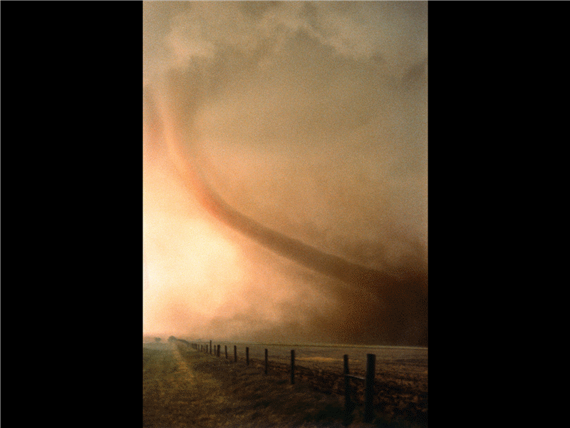 Слайд із зображенням торнадо